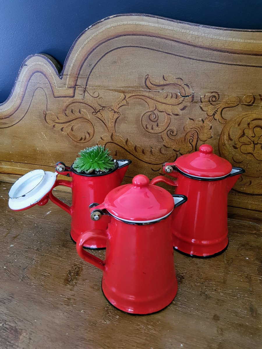Red enameled coffee pot